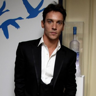 jonathan-rhys-meyers-in-plane-trouble