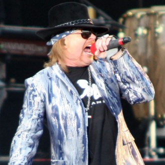 axl-rose-launches-lawsuit-against-guitar-hero-iii-2