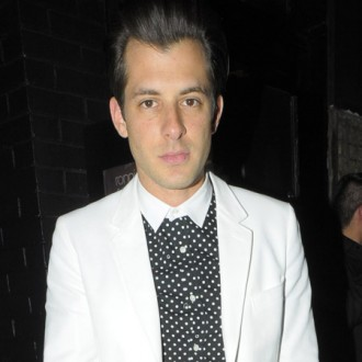 mark-ronson-djs-for-japan-2