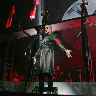 roger-waters-thanks-fans-at-the-wall-live-2