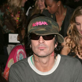 tommy-lee-thinks-albums-make-no-sense-2