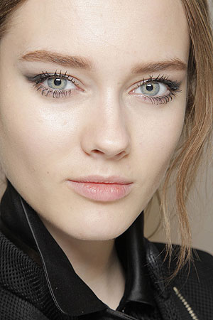 Bold brows: Get defining arches this fall season