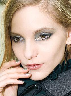 fall-beauty-trend-the-new-metallic-smoky-eye-2