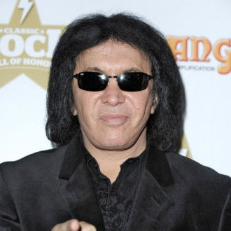 Gene Simmons thinks Axl would benefit from beating