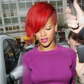 rihanna-almost-cancelled-concert-due-to-stress-2