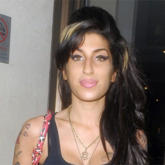 Amy Winehouse tops UK album chart