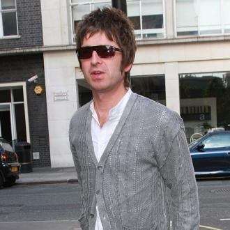 noel-gallagher-collects-ladies-underwear-2