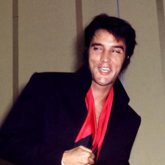 elvis-was-always-dressed-to-perform-3