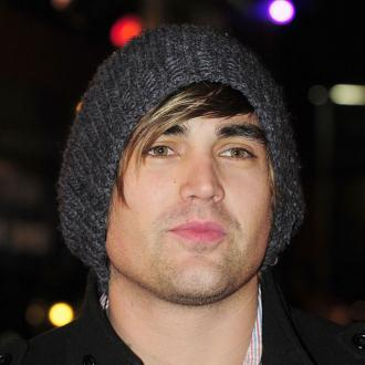 Charlie Simpson tours with old bandmate
