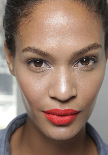 bright-poppy-red-lips-for-spring
