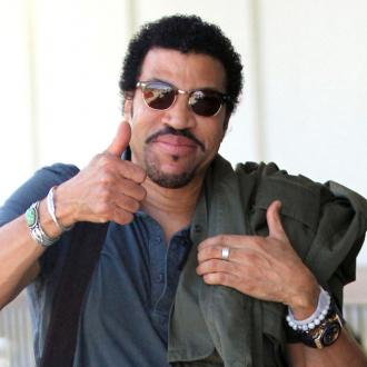 lionel-richie-wants-to-duet-with-adele-2