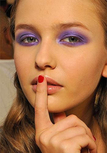 summer-makeup-trend-bright-eyeshadow-3