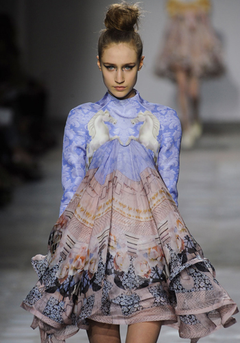 fall-2012-fashion-trend-surreal-fashion-3