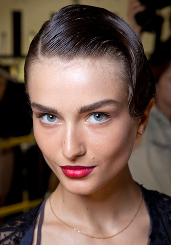Retro hair style: How to create the finger wave this summer