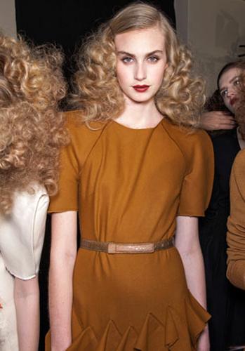 film-noir-fashion-fall-runway-trend-spotlight-3