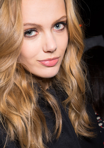 5-steps-to-the-most-natural-wavy-hair-ever-3