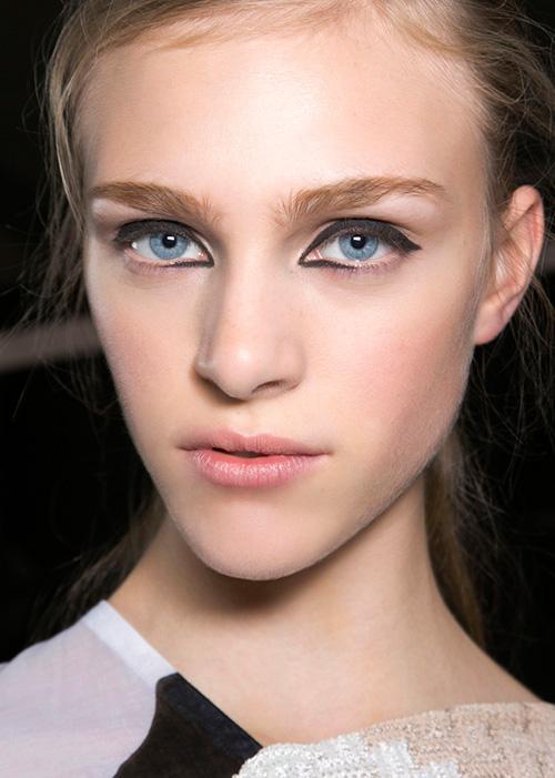 spring-2014-beauty-trend-eyeliner