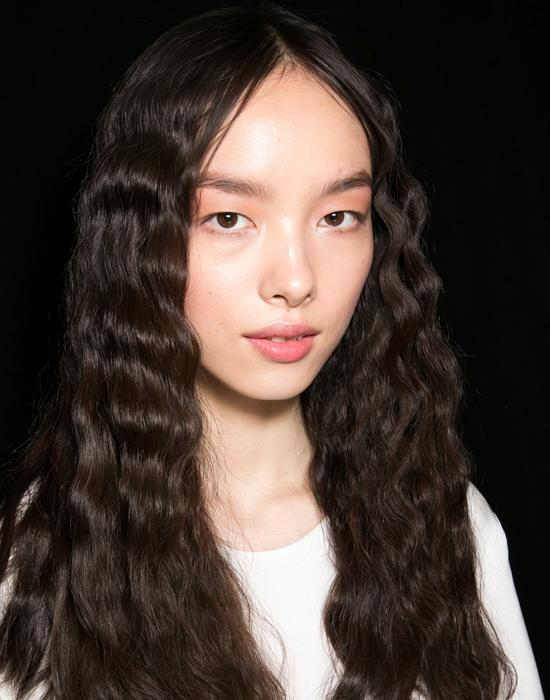 Easy summer hairstyles: Anna Sui