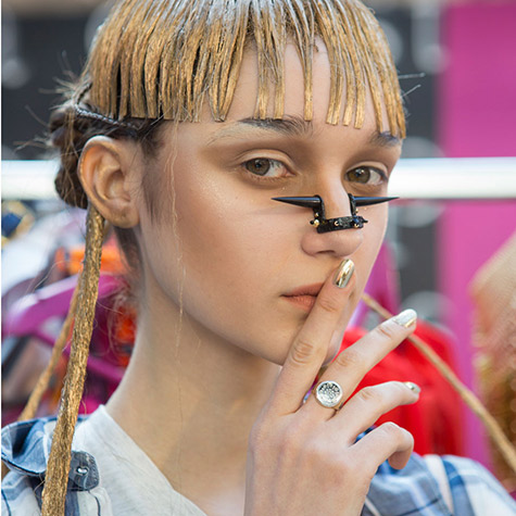 3 totally unwearable beauty looks from Paris Fashion Week
