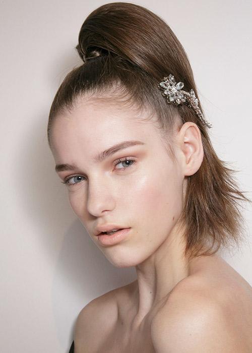 Wear your ponytail like: Prada