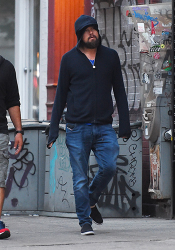 leonardo-dicaprio-spotted-with-a-selfie-stick-in-nyc-2