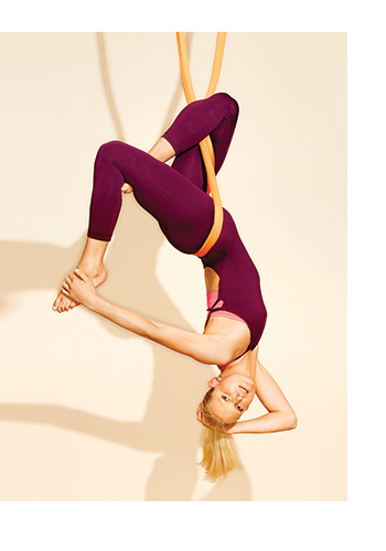 10-celebrities-who-are-obsessed-with-aerial-yoga-2