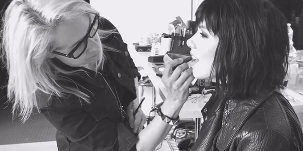 video-behind-the-scenes-on-our-shoot-with-carly-rae-jepsen-2
