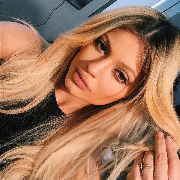 Behind the scenes with Kylie Jenner: Selfie