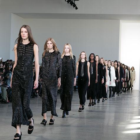 Watch the Calvin Klein spring 2016 LIVE