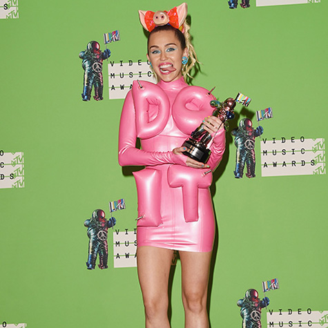 miley-cyruss-mtv-vma-outfits-ranked-according-to-work-appropriateness