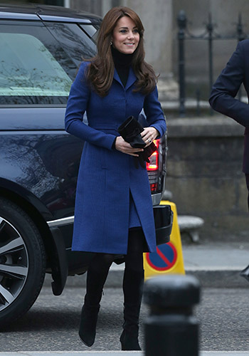 kate-wears-a-blue-coat-reveals-she-cant-dance
