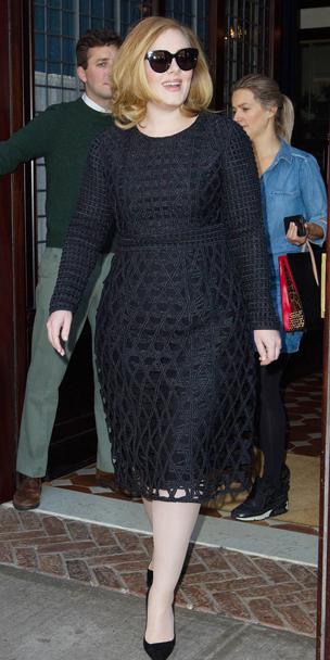 adele-wears-a-burberry-lbd