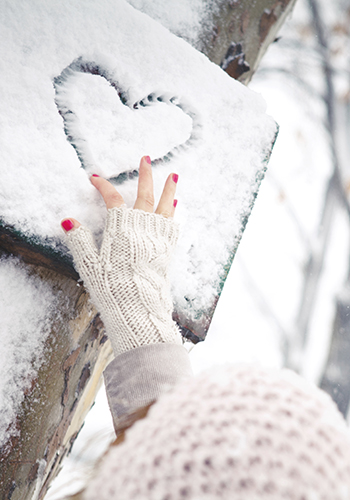 How to properly take care of your nails come winter
