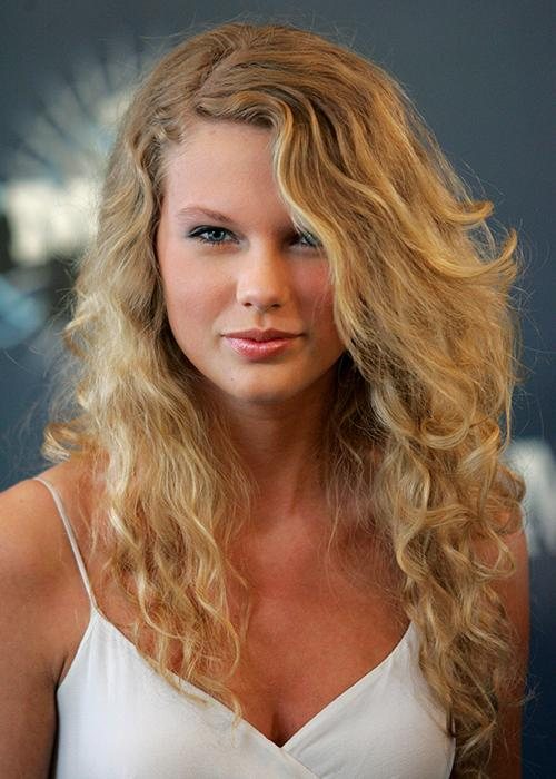 Taylor Swift's hair evolution: 2006 CMT Music Awards
