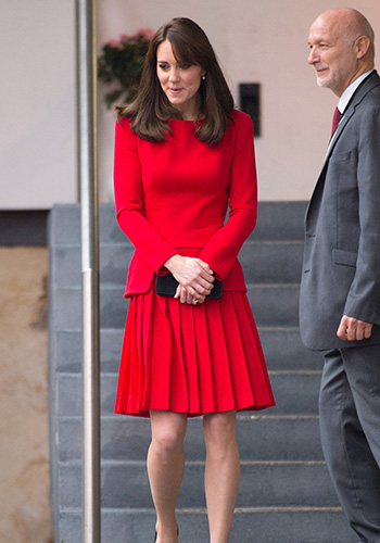 kate-middleton-wears-mcqueen-to-a-drum-circle-2