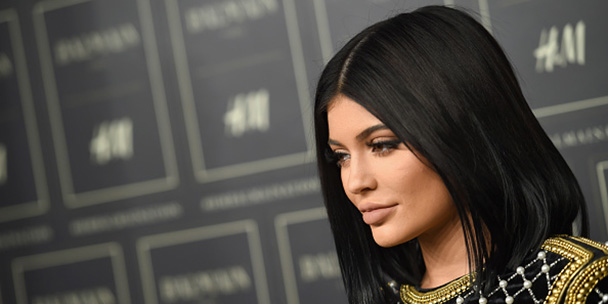 that-time-kylie-jenner-got-stuck-in-a-cartier-bangle-2