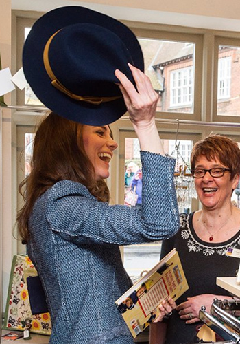what-kate-middleton-bought-when-she-went-to-a-charity-shop-2