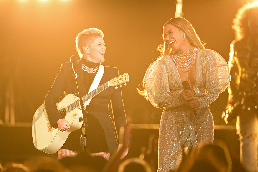 beyonce-and-the-dixie-chicks-perform-at-the-cmas