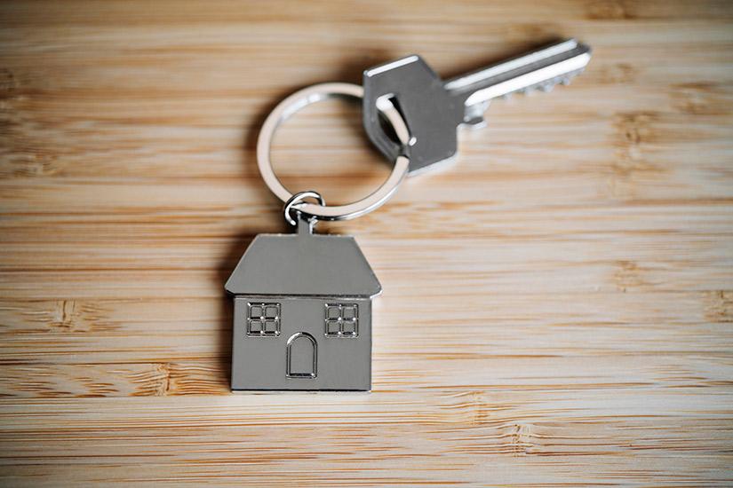 d5c1e192-c621-4684-bf9c-4b1c5145cf8d-woman-buying-home-jpg