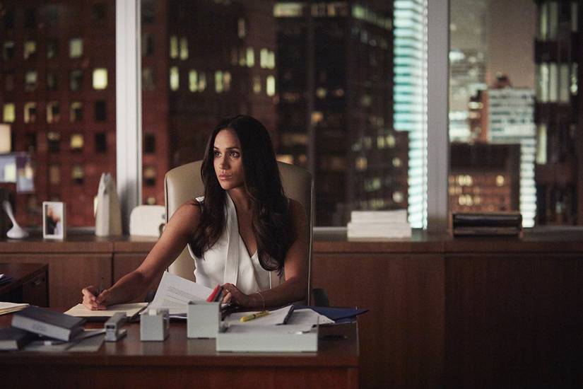 5 things we ll miss when meghan markle leaves suits elle canada elle canada
