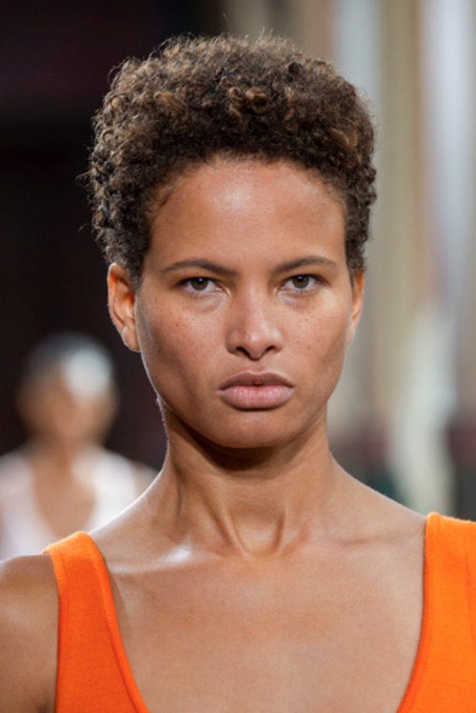 SS21 Hair Trend: Casual Curls (Gabriela Hearst)
