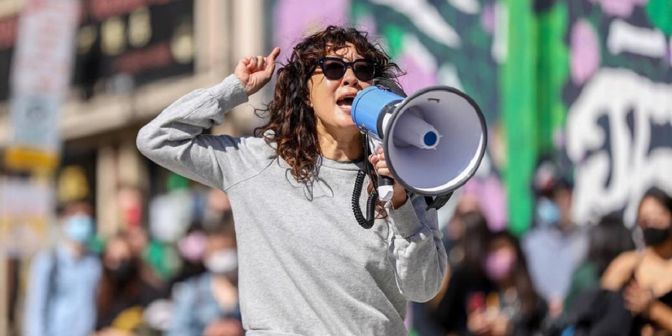 """Sandra Oh Delivers Powerful Speech at Stop Asian Hate Rally: """"I'm Proud to  Be Asian"""" 