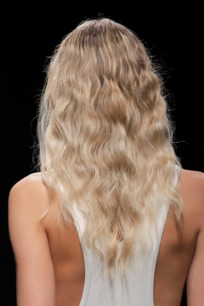 SS21 Hair Trend: Casual Curls (Simona Marziali)