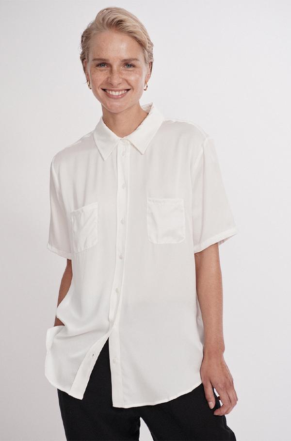 Silk Laundry SHORT SLEEVE BOYFRIEND SHIRT WHITE