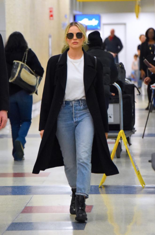 Margot Robbie at Airport