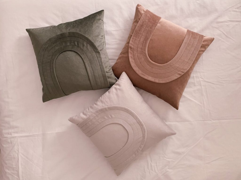 Velvet throw pillow, À la maison & co.